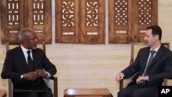ອະດີດເລຂາທິການໃຫຍ່ອົງການສະຫະປະຊາຊາດທ່ານ Kofi Annan (ຊ້າຍ) ພົບປະກັບປະທານາທິບໍດີຊີເຣຍ ທ່ານ Bashar al-Assad (ຂວາ) ທີ່ນະຄອນຫຼວງດາມັສກັສ (10 ມີນາ 2012)