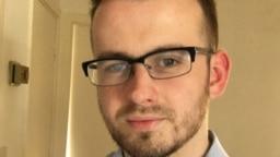 نیک هامفریز، می خواهد با استفاده از شبکه های اجتماعی مردم را از برخی از خطراتی که با مصرف لنز وجود دارد آگاه سازد.