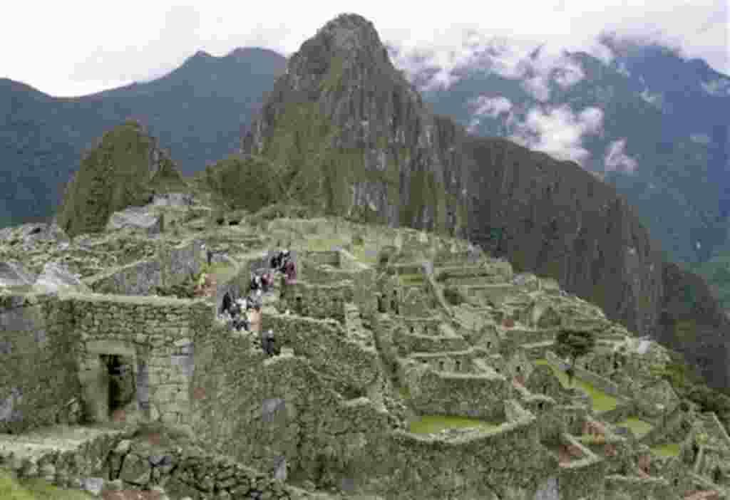 Las ruinas de Machu Picchu, en Perú, fueron nombradas unas de las nuevas siete maravillas del mundo en una encuesta masiva.