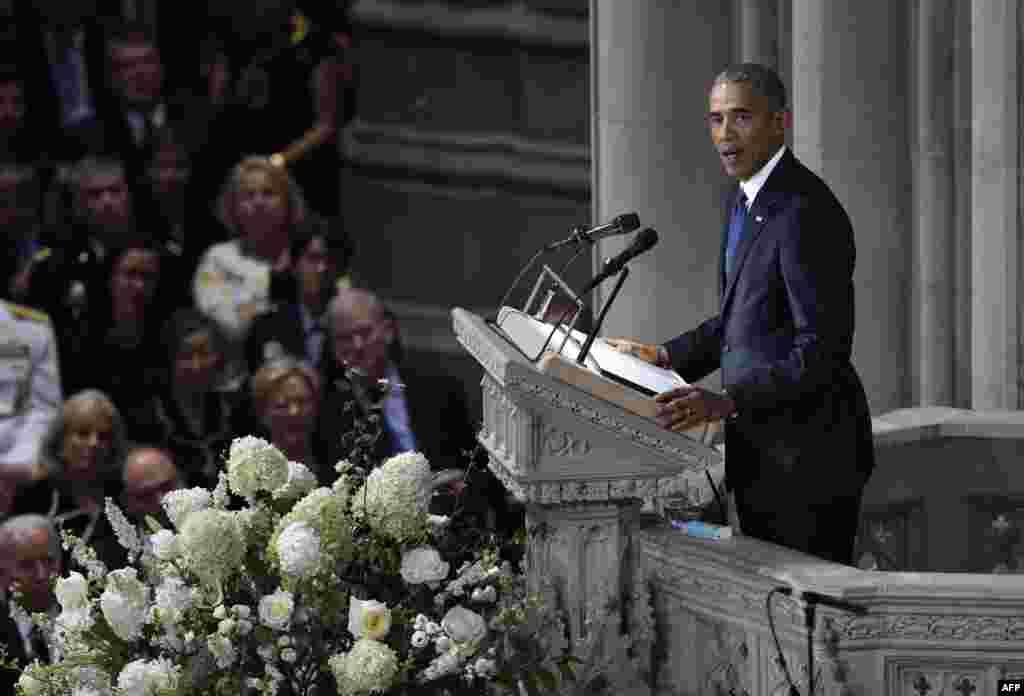 سخنرانی باراک اوباما، رئیس جمهوری پیشین آمریکا در مراسم یادبود سناتور فقید جان مک کین در کلیسای جامع شهر واشنگتن