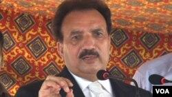 Mendagri Pakistan Rehman Malik membantah laporan pembicaraan damai dengan Taliban.