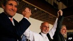 جان کري په کابل کې له ولسمشر محمد اشرف غني او اجرايي رئیس عبدالله عبداله سره