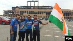 تماشاچیان هندی در بیرون ورزشگاه سیتی در شهر نیویارک