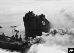 Trận chiến khốc liệt Okinawa đã giết chết gần một phần ba thường dân trên đảo.