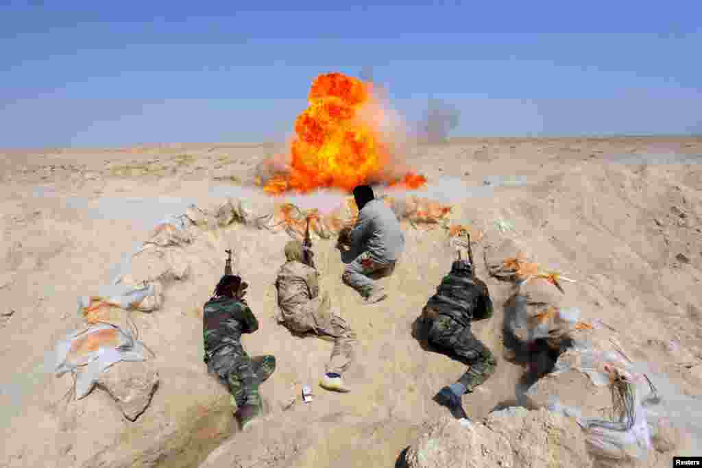 Shi'ite fighters, who have joined the Iraqi army to fight against militants of the Islamic State, formerly known as the Islamic State of Iraq and the Levant (ISIL), take part in field training in the desert in the province of Najaf, September 16, 2014. RE