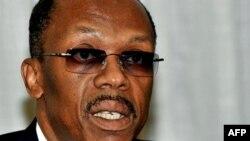 Cựu tổng thống Haiti Jean-Bertrand Aristide phát biểu trong một cuộc họp báo tại Johannesburg, ngày 17 Tháng Ba, 2011