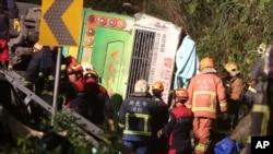 Xe chở khách du lịch Đài Loan đi xem hoa anh đào bị lật, làm 32 người thiệt mạng, ngày 13/02/2017.