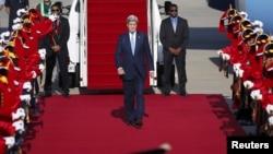 2015年5月17日美国国务卿克里抵达韩国城南某军用机场