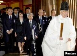 日本总务大臣高市早苗参拜神社