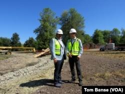 Người sáng lập và là trưởng ban quản trị Aegis Gardens, ông Dwayne Clark (trái), và Giám đốc Phát triển Brian Palmore.