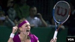 Ekspresi Petra Kvitova saat memenangkan final kejuaraan tenis WTA melawan Victoria Azarenka di Istambul, Turki (30/10).