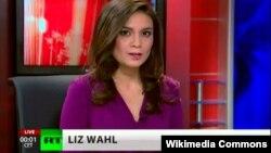 러시아 정부가 지원하는 국제방송사 RT의 뉴스쇼 진행자 리즈 왈이 우크라이나 사태에 반발해 생방송 도중 사임했습니다.