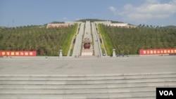 华国锋之墓(美国之音)