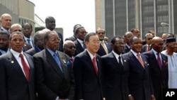 Viongozi wa AU pamoja na katibu mkuu wa Umoja wa Mataifa Addis Ababa, January 29, 2012.