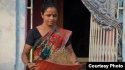 A woman winnows high-iron Dhanshakti pearl millet in Andhra Pradesh, India. Photo: Alina Paul-Bossuet (ICRISAT)