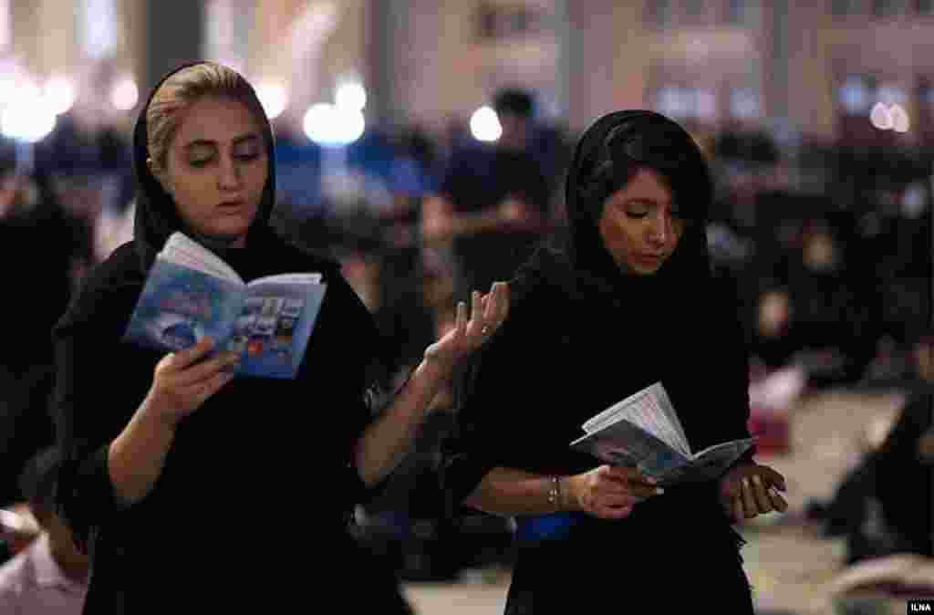 در مراسم احیا که در سالهای اخیر با حمایت نهادهای دولتی و حکومتی برگزار می شود، مراسم در سطح گسترده تری برگزار می شود. عکس: سحر سیفی