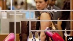 2012年8月23日,紐約的一家勞德泰勒零售店展示的伊万卡·川普品牌女鞋。