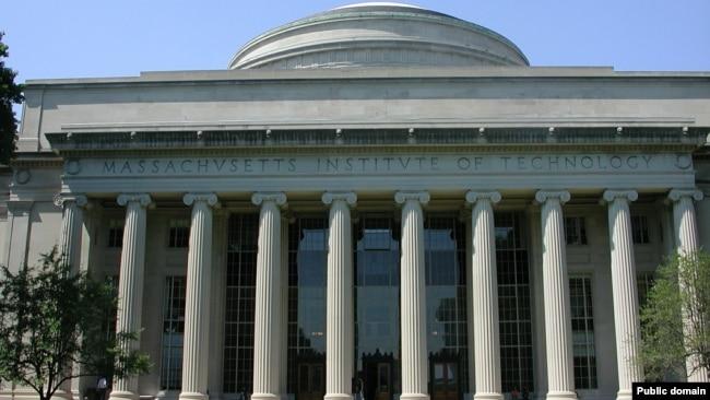 坐落在马萨诸塞州剑桥市的麻省理工学院的主楼 - 资料照片