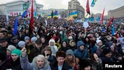 Dân Ukraina ủng hộ hội nhập châu Âu tham gia biểu tình tại quảng trường Độc lập trong thủ đô Kiev ngày 12 tháng một năm 2014.