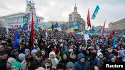 支持与欧洲融合的抗议者1月12日在乌克兰首都基辅的独立广场举行集会