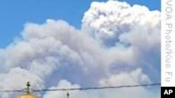 美国南加州山林野火延烧不已