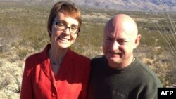 Габриэль Гиффордс с мужем