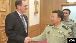 美國國防部負責防務政策的副部長米勒9月9日星期一在北京和中國解放軍副總參謀長王冠中會面(視頻截圖)