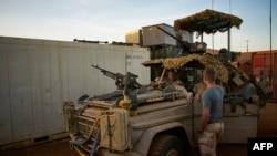 Des soldats hollandais de la MINUSMA (Mission Multidimensionnelle Intégrée des Nations Unies pour la Stabilisation au Mali) contingentés à leur base à Gao, 29 novembre 2017.