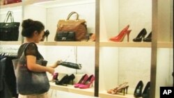 Kineski lanac trgovina Lenux nudi robu firmi Prada, Gucci i Fendi