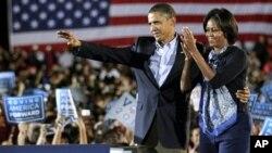 Presidente Barack Obama e primeira-dama Michelle Obama em campanha eleitoral em Ohio, 17 Outubro, 2010