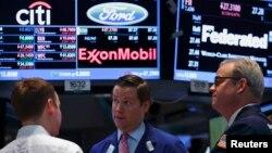 Bolsa de valores en Nueva York. La economía de Estados Unidos sigue creciendo más de lo esperado.