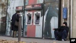 Báo cáo cho thấy gần 19 triệu người thất nghiệp ở các nước sử dụng đồng euro trong tháng 11.