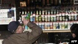 Bên cạnh tai nạn hoặc bạo động do say rượu; rượu còn là thủ phạm của các loại bệnh như gan, ung thư, tim mạch, và khoảng 200 loại bệnh khác