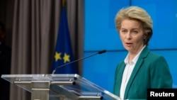 Президент Європейської комісії, виконавчого органу ЄС, Урсула фон дер Ляєн спілкується з пресою у Брюсселі після відеонаради керівників країн Групи 7 16 березня 2020 р.