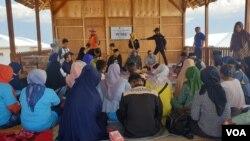 Kegiatan FGD Pencegahan dan Penanganan Pernikahan Usia Dini yang dilakukan di Pusat Informasi dan Konseling Remaja, Kelurahan Petobo, Palu Selatan (7/9) (Foto: VOA/Yoanes Litha).