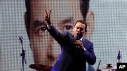 6일 과테말라 시에서 희극배우 출신이면서 유력한 대선 후보인 지미 모랄레스 후보가 선거 유세를 하고 있다.