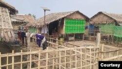စစ္ေတြၿမိဳ႕ စက္႐ုံစုရပ္ကြက္မွာ ေတြ႔ရတဲ့ အိမ္တခ်ိဳ႕ (ဓာတ္ပုံ - Morn Kaung)