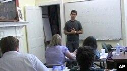 美国学生在华盛顿的中东研究所学习波斯语