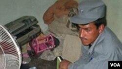Sipir penjara dan pejabat lainnya diduga terlibat dalam pembobolan penjara di provinsi Kandahar, Minggu (24/4).