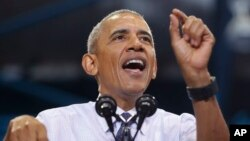 Presiden AS Barack Obama memberikan pidato dalam kampanye untuk Hillary Clinton di Miami, Florida Kamis (3/11).
