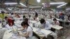 Công nhân làm việc tại một nhà máy may ở Bắc Giang, gần Hà Nội. Ngành may mặc và dày giép của Việt Nam được cho là sẽ thu lợi lớn từ các hiệp định thương mại tự do.