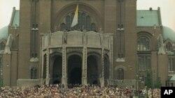 La Basilique nationale de Koekelberg à Bruxelles, Belgique, 4 juin 1995.