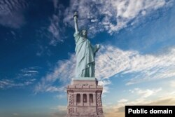 Monumen Nasional Patung Liberty di New York.