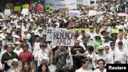 میکسیکو سٹی میں صدر لوپیز کے خلاف ایک بڑا مظاہرہ۔ مظاہرین نے صدر کے خلاف نعرے لگاتے ہوئے ان سے استعفے کا مطالبہ کیا۔ 5 مئی 2019