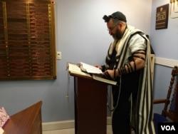 Rabbi Yochanan Ivry of Toras Emes on Staten Island, New York, Nov. 13, 2016. (R. Taylor/VOA)
