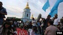 برگزاری مراسم یادبود اخراج تاتارها از کریمه، در کیف پایتخت اوکراین، ۲۸ اردیبهشت ۱۳۹۳