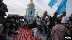 Акция-реквием «Зажги огонек в своем сердце». Киев, 17 мая 2014г.