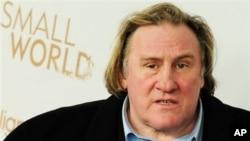 "Aktor asal Perancis Gerard Depardieu dalam premier filmnya ""Small World"" di Berlin. (AP/Clemens Bilan/dapd)"