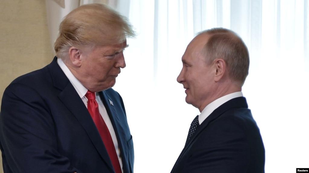 Los presidentes de EE.UU. y Rusia hablaron brevemente en París, Francia, informaron medios rusos. Foto de archivo.