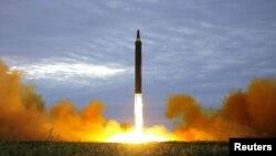 북한이 지난 29일 중거리 탄도미사일 '화성-12'를 시험 발사했다.